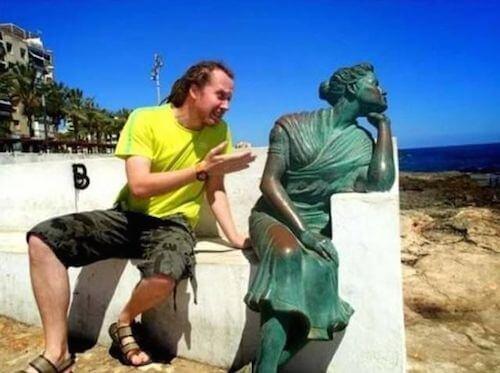 statue10 apisteuta