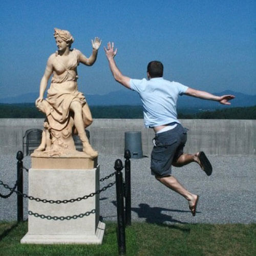 statue2 apisteuta